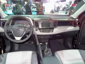 Sitze, Mittelkonsole des Toyota RAV4 - LA Auto Show Bildergalerie