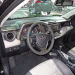Der Innenraum des Toyota RAV4 Modell 2013