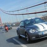 VW Beetle 2.0 TSI Sport mit Rennstreifen