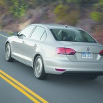 VW Jetta Hybrid in Silber in der Heckansicht