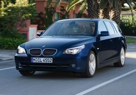 BMW 5er Touring in Dunkelblau