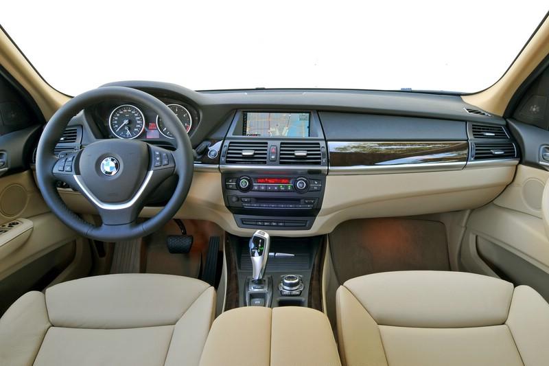 Das Armaturenbrett des BMW X5 xDrive40d (2010)