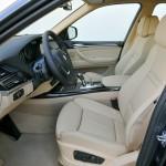 Der Fahrersitz des BMW X5 xDrive40d E70