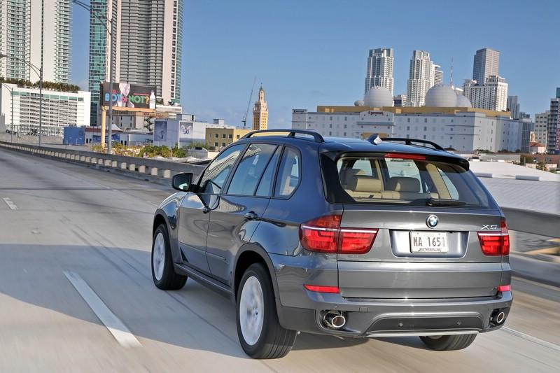 BMW X5 xDrive40d Modelljahr 2010 in der Heckansicht