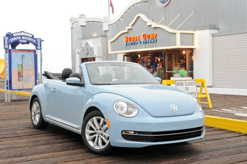 Das kompakte Beetle Cabriolet von Volkswagen in Blau