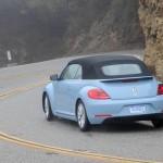 Fahraufnahme des 2013 Beetle Cabriolet