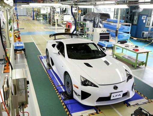 Der 500ste Lexus LFA in Motomachi