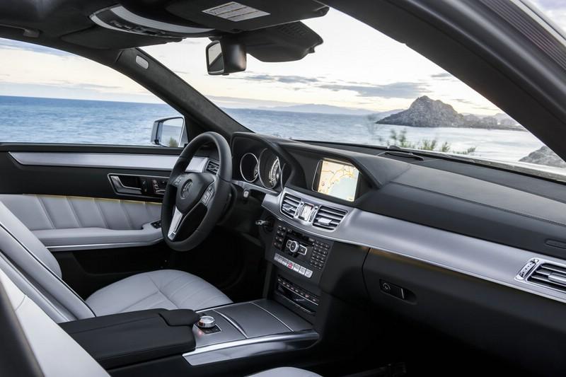 Galerie: Mercedes-Benz E-Klasse Armaturenbrett | Bilder und Fotos | {Armaturenbrett mercedes 60}