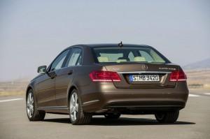 Der überarbeitete Mercedes-Benz E-Klasse E Hybrid in der Heckansicht