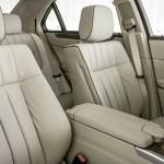 Die vorderen Sitze des Mercedes-Benz E-Klasse E Hybrid in Leder