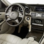 Das Cockpit der neuen Mercedes-Benz E-Klasse als Hybrid und die Mittelkonsole