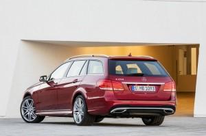 Roter Mercedes E-Klasse T-Modell Modelljahr 2013