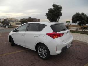 Hybridauto Toyota Auris in weiss