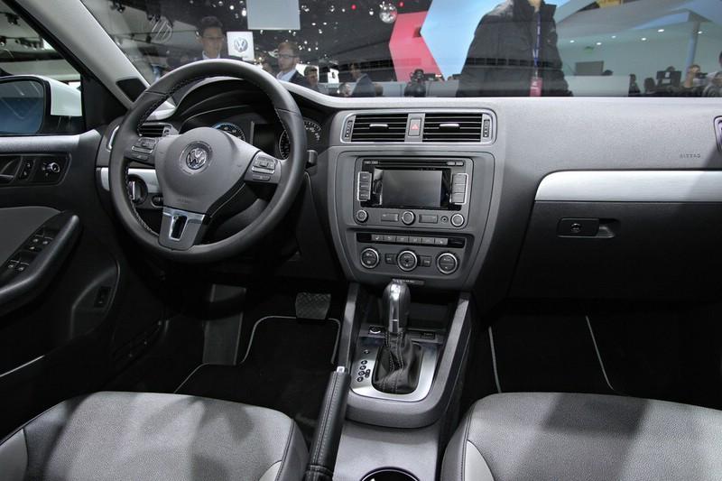 Galerie: Volkswagen Jetta Hybrid Interieur | Bilder und Fotos