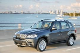 BMW X5 xDrive40d E70 in der Front und Seitenansicht