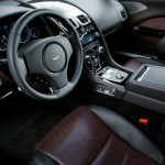 Der Innenraum (Cockpit) des Aston Martin Rapid S