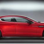 Aston Martin Rapid S in der Seitenansicht