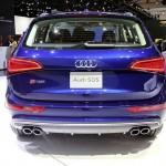Die Heckpartie eines blauen Audi SQ5