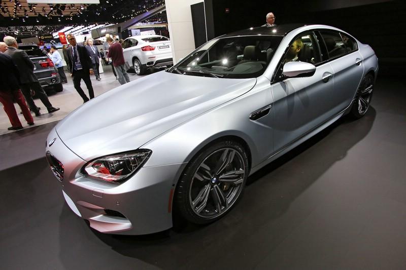 Silberner BMW M6 Gran Coupé auf der Detroiter Automesse
