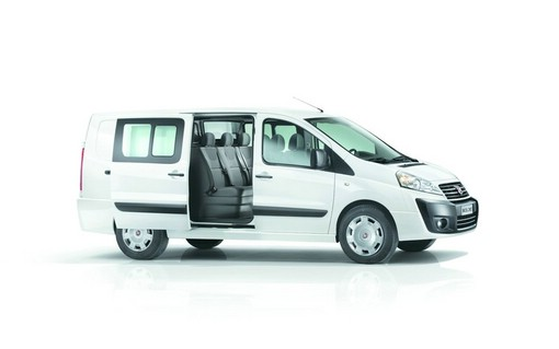 Fiat Kleintransporter Scudo Shuttle in weiß in der Seitenansicht