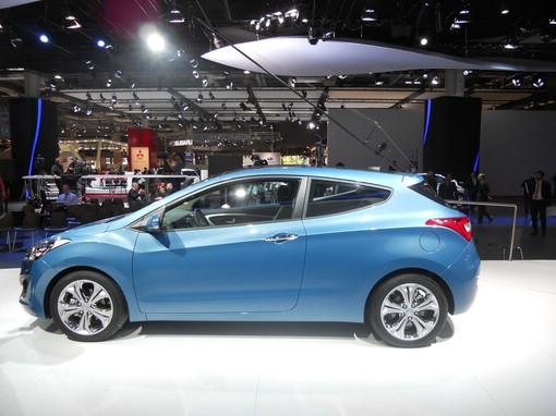 Hyundai i30 auf einer Automesse im Jahr 2012