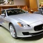Silberner Maserati Quattroporte wird auf der Detroiter Autoshow präsentiert