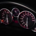Die Instrumententafel des Mazda MX-5-Sondermodells Hamaki (2012)