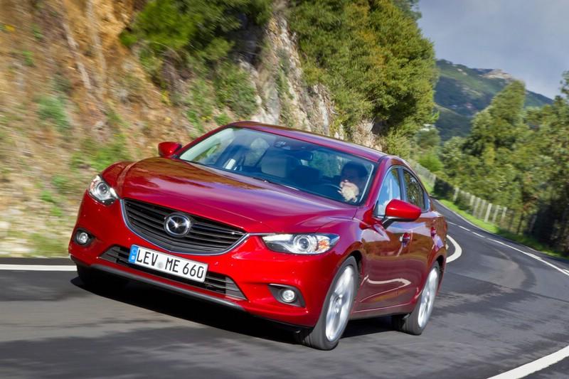 Mazda6 in der Motorisierung 2.2 Skyactiv-D und roten Außenfarbe