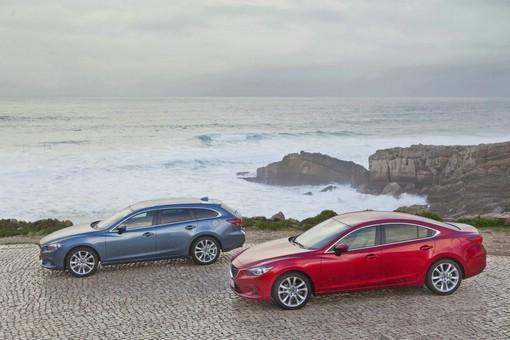 Mazda6 Kombi und Limousine in Rot und Blau