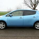 Die Seitenpartie eines Nissan Leaf