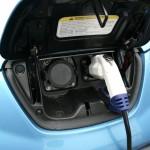 Der Nissan Leaf tankt Strom