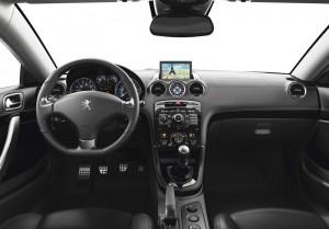 Das Interieur des Peugeot RCZ, Modell 2013