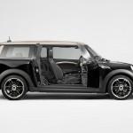 Der Mini Cooper S Clubman Bond Street in der Midnight Black metallic Lackierung