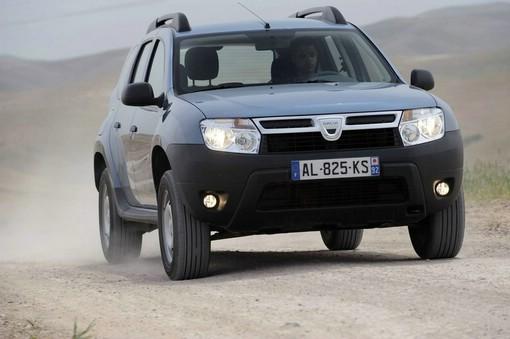 2013er Dacia Duster die Frontpartie (Fahraufnahme)