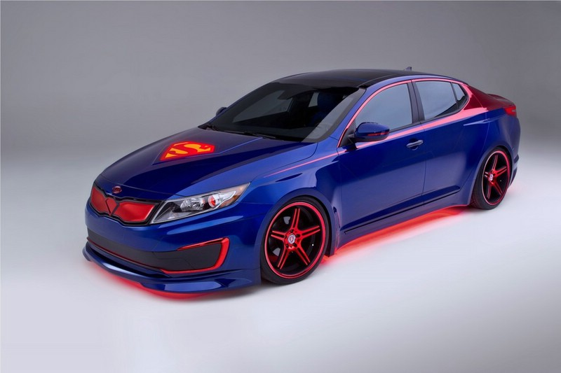 Dieser Kia Optima Hybrid Superman wird auf der Chicago Motorshow 2013 zu sehen sein