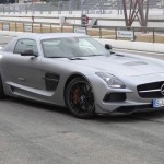 Grauer Mercedes-Benz SLS AMG Coupe Black Series in der Frontansicht