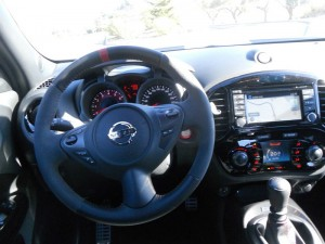 Das Cockpit des 2013-er Nissan Juke Nismo