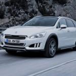 Peugeot 508 RXH auf Schnee in der Frontansicht