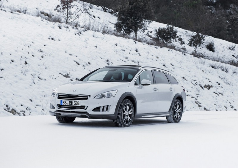 Der Peugeot 508 RXH im Winter bei den Tests