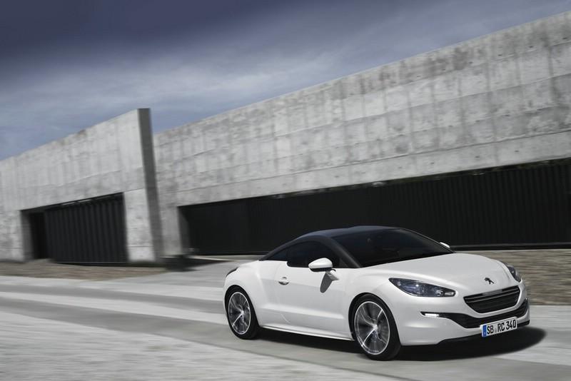 Peugeot RCZ in weiss überarbeitet ins Jahr 2013