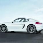 Der 2013-er Porsche Cayman in weiss in der Seitenansicht