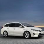 Toyota Auris Touring Sports in weiß in der Seitenansicht