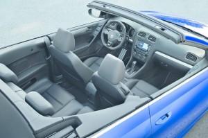 Der Innenraum des Volkswagen Golf R Cabrio