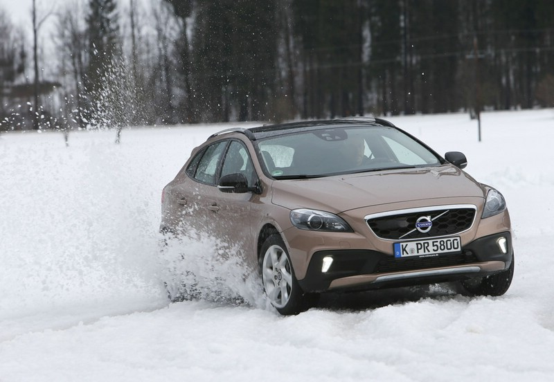 Volvo V40 Cross Country von vorne - Exterieur Fotos