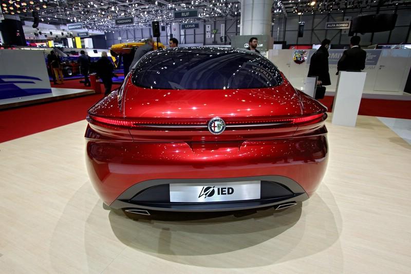 Alfa Romeo Gloria Concept in der Heckansicht - Genfer Autosalon 2013