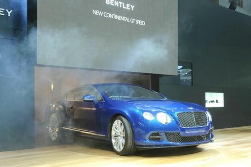 Bentley Continental GT in Blau bei einer Vorstellung