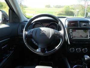 Bilder vom Cockpit des Citroen C4 Aircross HDi 150 2WD
