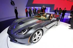 das Corvette Stingray Cabriolet in der Seitenansicht - Genfer Automobilsalon 2013