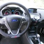 Die Mittelkonsole des Ford Fiesta ST (Lenkrad, Cockpit, Interieur Bilder)