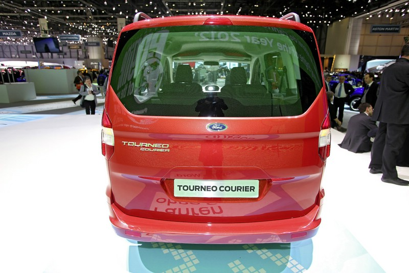 Ford Tourneo Courier auf Autosalon Genf 2013